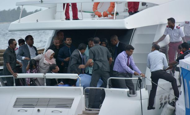 Malediivien presidenttiä kuljettanut moottorivene joutui pommi-iskun kohteeksi.