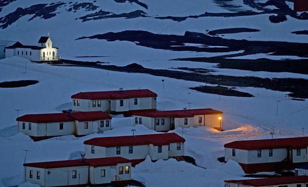 Kylässä on 14 asuintaloa, joista jokaisen pinta-ala on noin 90 neliömetriä.