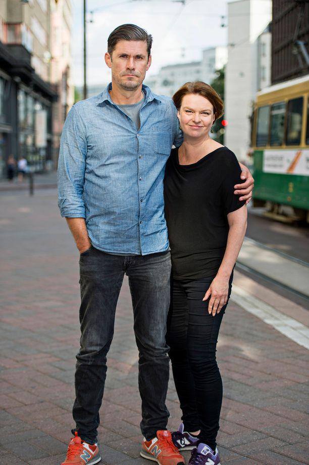 Korpela ja Knihtilä ovat olleet yhdessä yli 25 vuotta. Heillä on yhteinen parikymppinen poika.