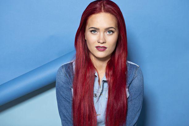 Punainen tukka on ollut Sannin tavaramerkki vuoden 2018 alkupuolelta lähtien.