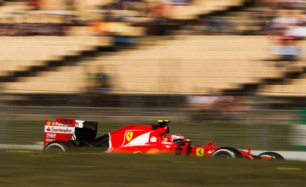 Kimi Räikkönen paahtoi kelpo vauhtia aika-ajojen avausosiossa.