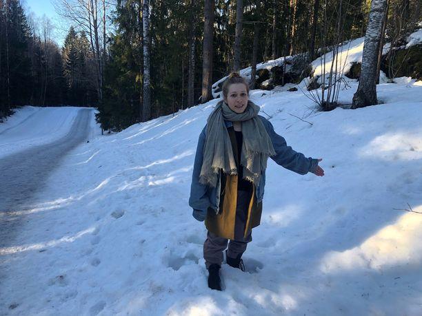Arkeologiasta innostunut Jemina Rajamäki löysi kivikautisen asuinpaikan aivan suositun ulkoilureitin vierestä Leppävaarassa. Paikasta osa on ilmeisesti tuhoutunut pari vuotta sitten tehdyn ulkoiluväylien levennysten yhteydessä.