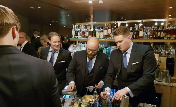 Heti hisseiltä on näkymä American Bar -cocktailbaariin.