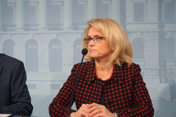 Päivi Räsäsen mukaan hallituksen suunnitelma säästää harmaan talouden torjunnasta on vaarallinen.