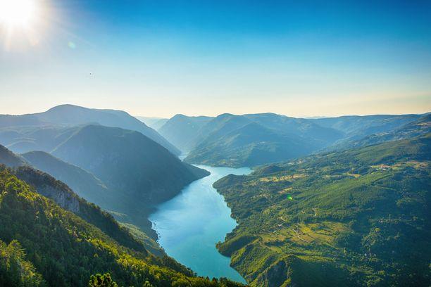 Serbia on upea luontokohde. Kauniit maisemat kutsuvat vaikkapa vaeltamaan.