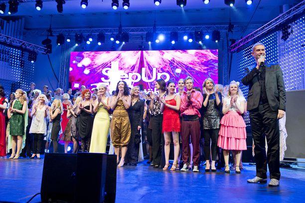 Maineikas tanssikoulu StepUp perustettiin 1980-luvulla. Kuva koulun 25-vuotisjuhlista vuodelta 2012.