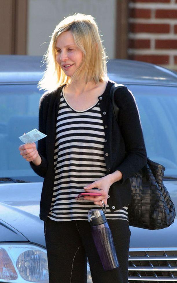 Calista Flockhart valokuvattiin eilen poistumassa salilta ilman meikkiä.
