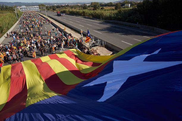 Vapaudenmarssiksi kutsutussa kulkueessa on mukana ihmisiä ainakin Gironasta, Vicistä, Bergasta, Tarregasta ja Tarragonasta.