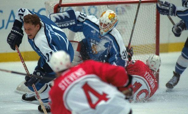 Kanada hyytyi Suomen käsittelyssa olympiapronssiottelussa 1998.