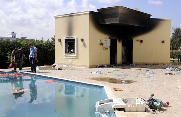 USA:n Libyan lähetystön vaurioita tutkittiin keskiviikkona.