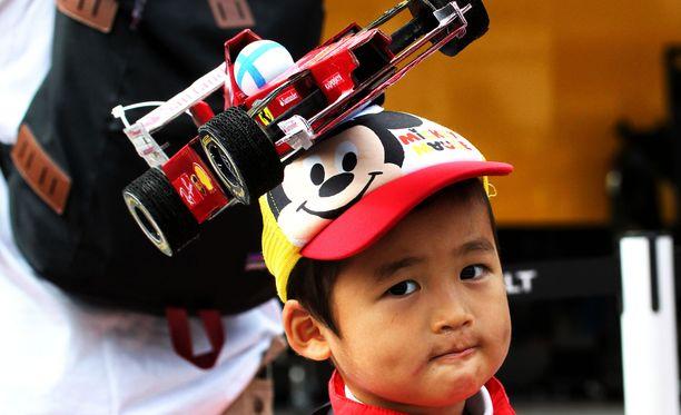 Onko tämä pikkupoika yksi kaikkien aikojen hellyttävimmistä Kimi-faneista?