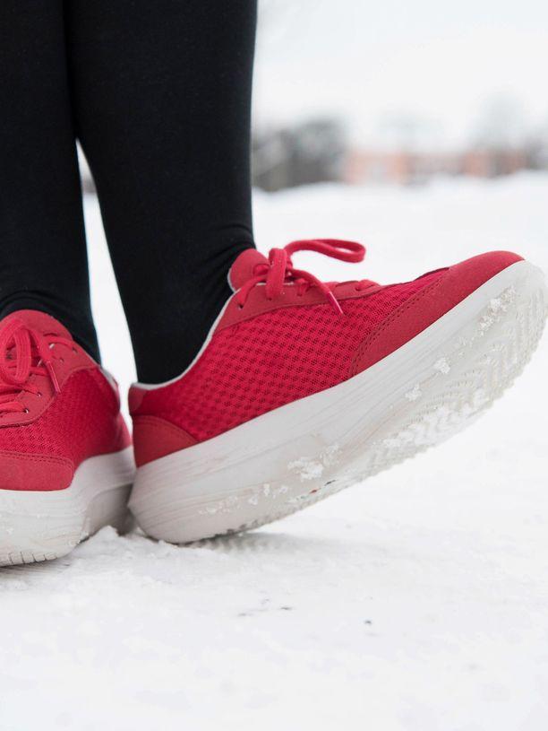 Näissä kengissä on pohjaa, ja se on todella pehmeä.