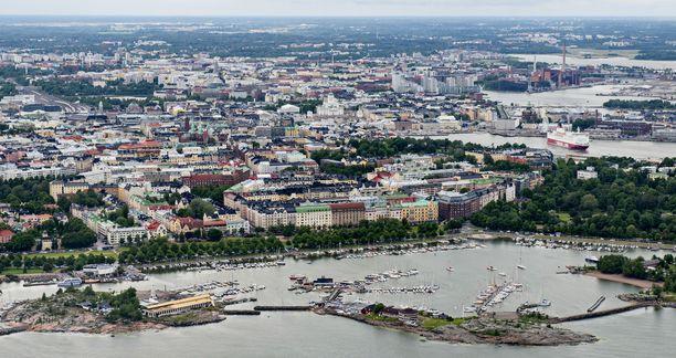 Suuri määrä mereen vuotanutta öljyä havaittiin sunnuntaina Merisatamanrannassa Helsingissä.
