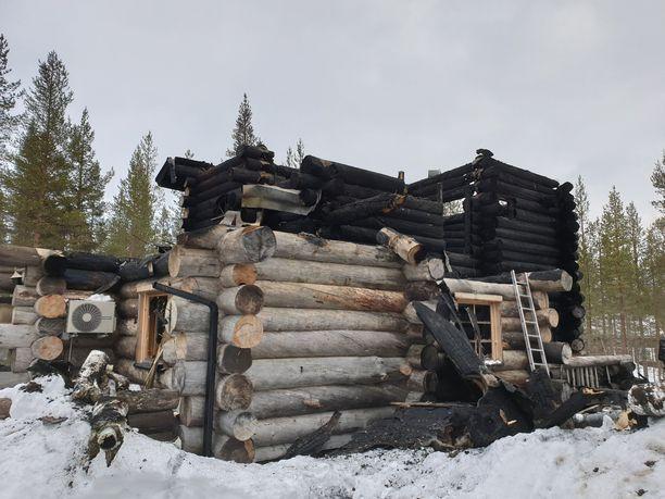 Kuvista näkyy, kuinka Levin tulipalo teki tuhoa erityisesti mökin yläkerrassa. Kaikki kuolleet nukkuivat siellä.