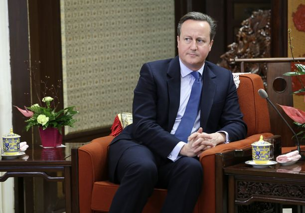 Entinen Britannian pääministeri David Cameron sai nuhteet hovilta.