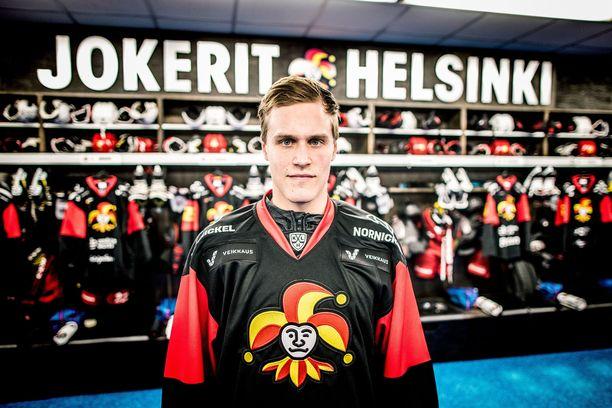 Saku Mäenalanen toivoo pelaavansa jo lauantaina Jokerien paidassa, kun Avtomobilist Jekaterinburg saapuu Helsinkiin.