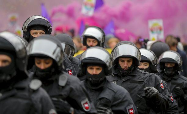 Poliisi käytti muun muassa vesitykkejä mielenosoittajien rauhoittamiseen.