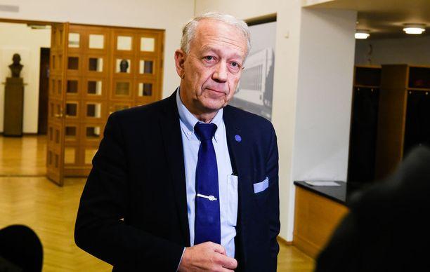 Itseään asiantuntijavaikuttajaksi kutsuva Pekka Puska kertoo saaneensa toiminnastaan hyvää palautetta muilta keskustan kansanedustajilta.