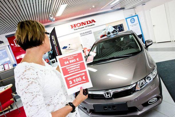 Autokauppa ei toimita uuden auton ostajalle enää paperista rekisteriotetta. Sellainen kuitenkin tarvitaan, heti kun viet auton ulkomaille.