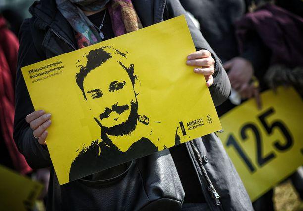Amnesty International järjesti mielenosoituksen Regenin kuoleman vuosipäivänä.