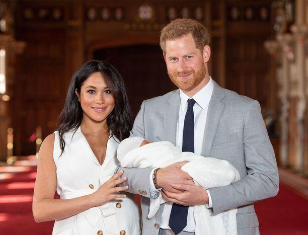 Herttuatar Meghan ja prinssi Harry ovat pienen Archie-pojan vanhempia.