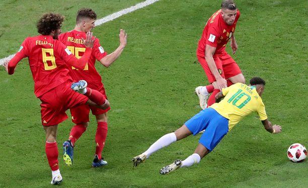Neymar yritti kalastella pilkkua Belgiaa vastaan - turhaan.