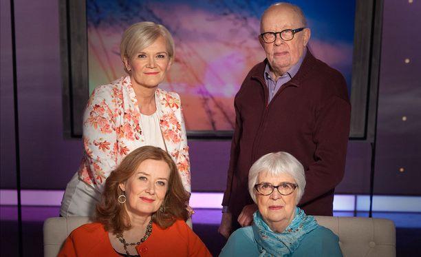 Viimeiseksi jäävässä keskustelussa Anne Flinkkilä jututtaa Leena Louhivaaraa, Marja Mosanderia ja Mauno Turusta.