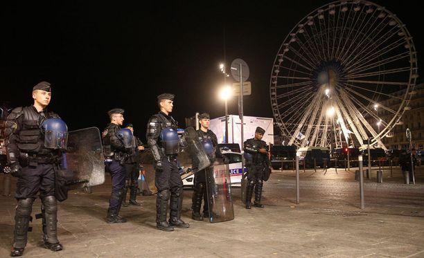 Ranskan poliisilla on valtavasti töitä EM-kisojen turvallisuuden takaamisessa.