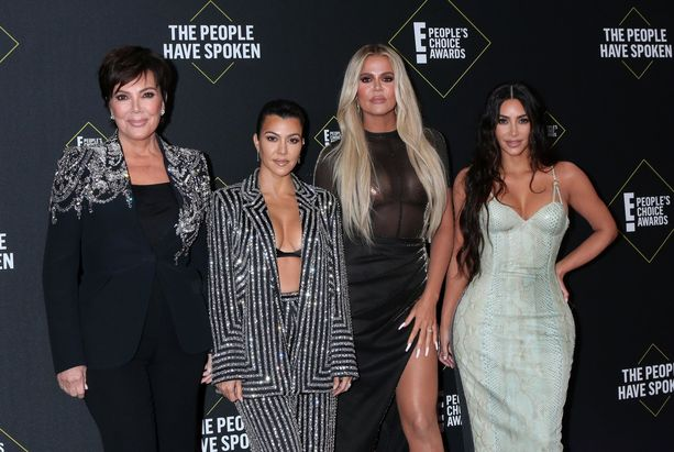 Kris Jenner, Kourtney Kardashian, Khloe Kardashian ja Kim Kardashian osallistuivat juhliin.