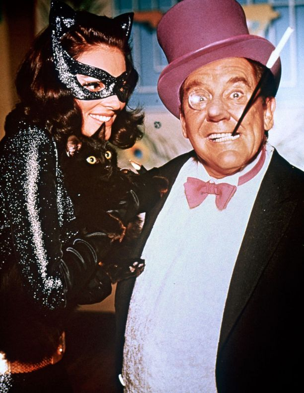 Batmanilla riittää arkkivihollisia. Kuvassa Kissanainen ja Pingviini.