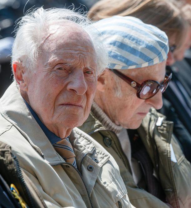 Wim Alosery oli keskitysleirin kauhujen tärkeä todistaja. Taustalla samalta Neuengammen leiriltä selviytynyt puolalaisvanki Janusz Kahl.