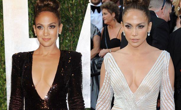 Jennifer Lopezin illan teema oli selvästi katseet kääntävä kaula-aukko. Vasemmalla jatkojen look, oikealla itse gaala-asu.