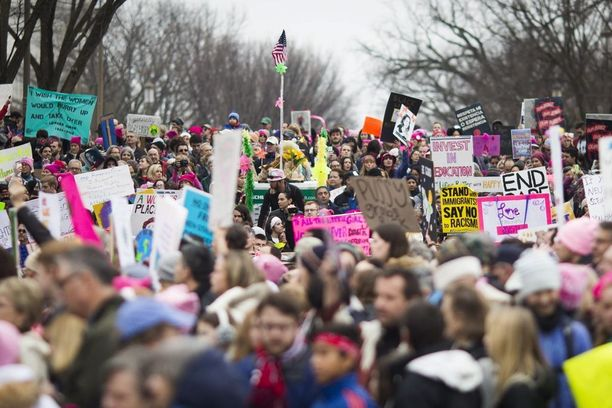 Yli 30 maassa järjestettiin protestimarsseja solidaarisuudesta Washingtonin Womens' Marchille.