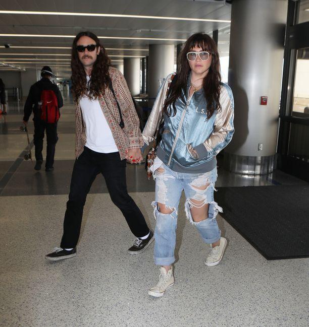 Kesha näyttäytyi uudella lookillaan.