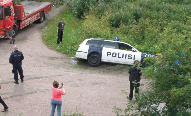 Poliisien matka päättyi ulosajoon Kärkölässä.