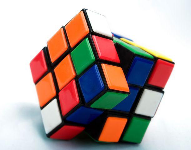 Rubikin kuution ratkaisemisesta kilpaillaan yhä.