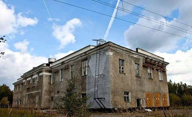 Lähetyksen arvellaan tulevan keskellä suota Pietarin lähellä sijaitsevalta salaiselta sotilaslaitokselta.