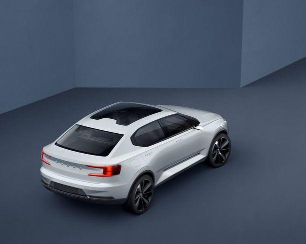 Coupemainen muoto S40:sessä haastaa mm. Audi A3 sedanin.