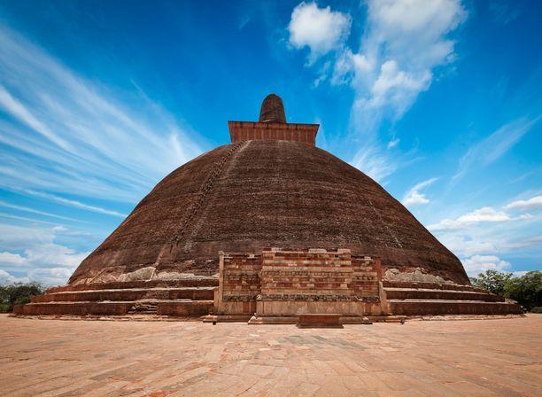 Pyhä kaupunki Anuradhapura on yksi Sri Lankan suosituimpia turistikohteita.