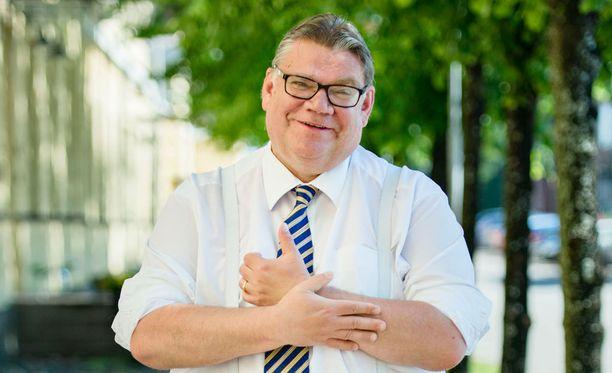 Eduskunnan ulkoasianvaliokunnan puheenjohtaja Antti Kaikkonen (kesk) ei ota kantaa, pitäisikö Soinin olla Brysselissä.