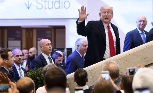 Trump puhuu ensi kertaa maailman talousfoorumissa Sveitsin Davosissa.