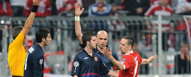 Frank Riberyä ei naurattanut, kun hän näki välierässä punaista.
