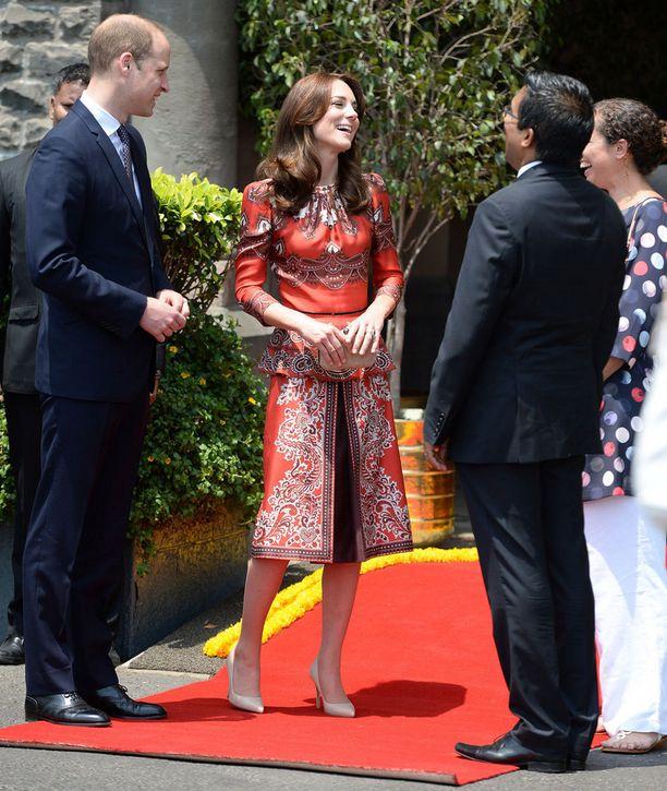 Herttuaparin vierailu alkoi Intian Mumbaista tänään.