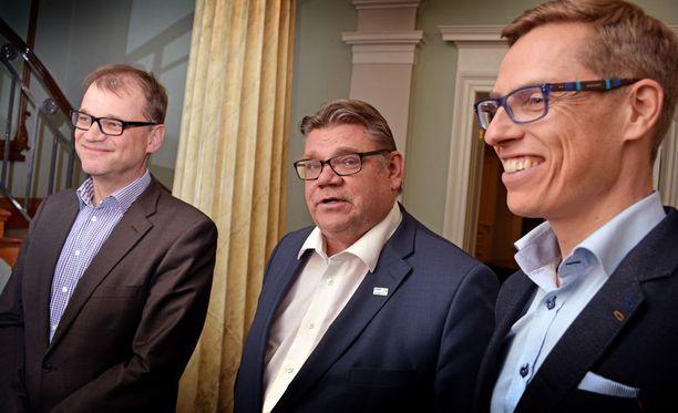 Juha Sipilä, Timo Soini ja Alexander Stubb leipoivat hallituksen kasaan Smolnassa.