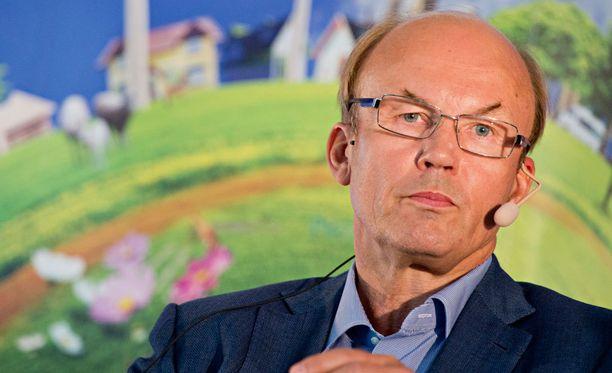 Elinkeinoelämän keskusliiton (EK) puheenjohtaja Matti Alahuhta lupaa leikata tuloistaan viisi prosenttia.