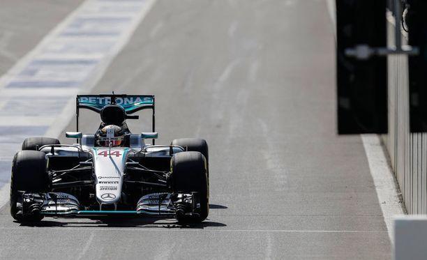 Lewis Hamilton starttaa Span osakilpailuun letkan hänniltä.