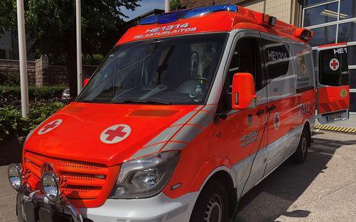 Henkilöauto törmäsi ambulanssiin Rovaniemellä ja pakeni paikalta – poliisi kaipaa vihjeitä