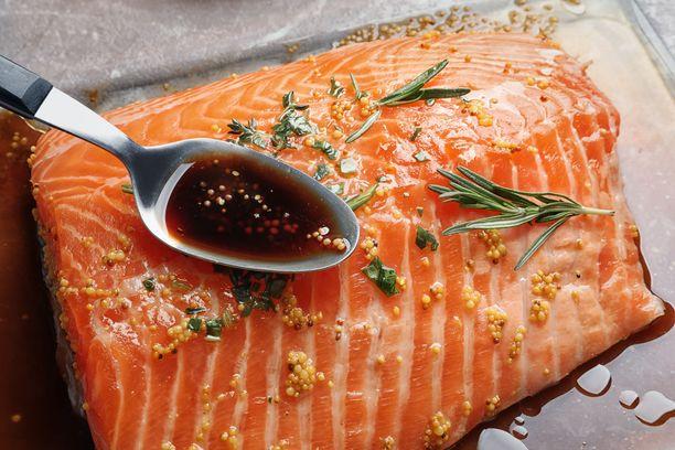 Soijalla voi marinoida myös kalaa.