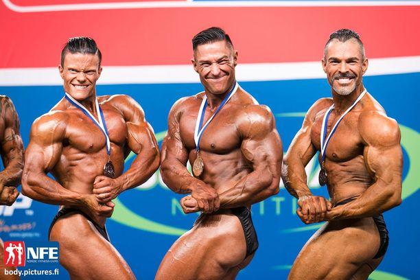 Myös kehonrakennuksen SM-mitalit jaettiin lauantaina. Jukka Nyyssölä (kesk.) voitti kultaa alle 80-kiloisissa.