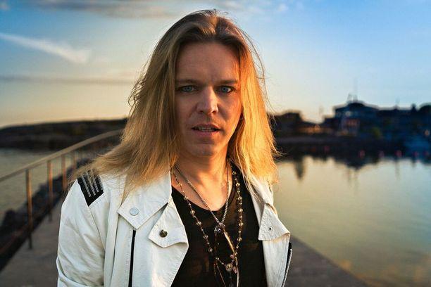 Ilari Hämäläisen Kultainen hetki -single julkaistiin kesäkuussa. Syksyllä seuraa tulevalta levyltä jatkoa toisen singlen muodossa.